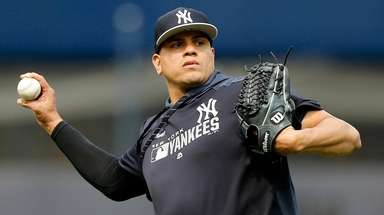Yankees reliver Dellin Betances warms up on the
