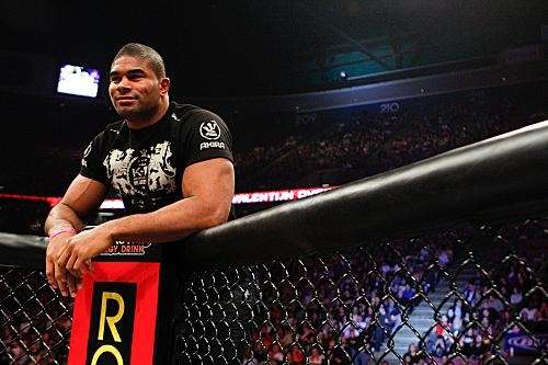 Alistair Overeem admires his brother Valentijn's win on