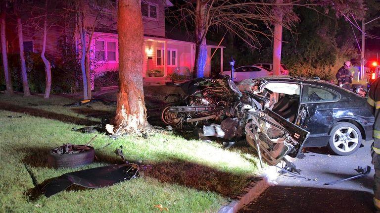Driver, 21, dies after car hits tree in Deer Park, police