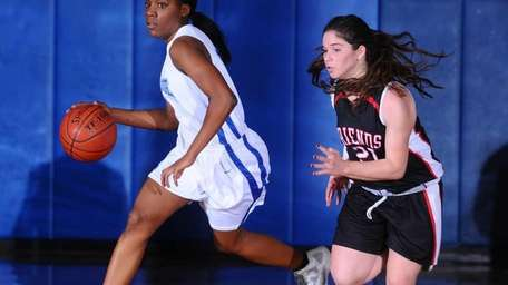 Portledge School sophomore #24 Tamara Simpson, a transfer