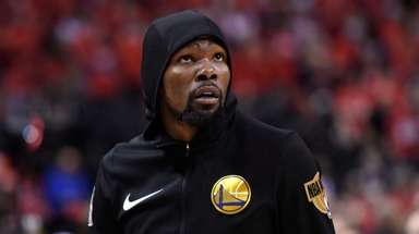 Kevin Durant (35) warms up before Game 5