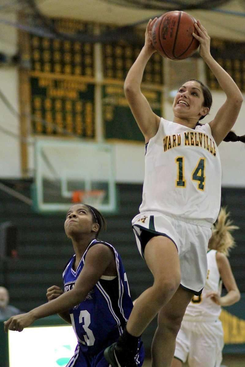 Ward Melville G Vanessa Pryor #14 goes for