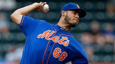 Wilmer Font of the Mets delivers a pitch