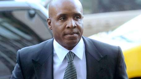 Former baseball player Barry Bonds arrives at federal