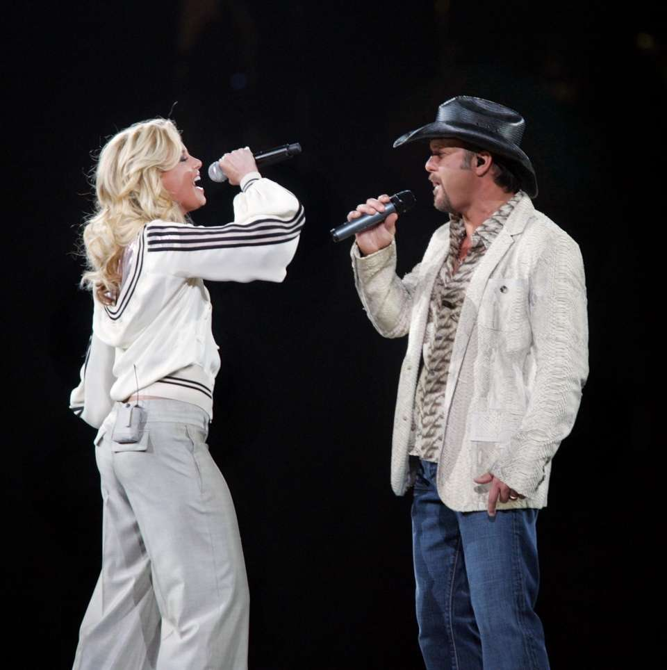Country singers Faith Hill and Tim McGraw donated