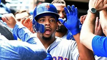 Mets outfielder Dominic Smith celebrates his three-run home