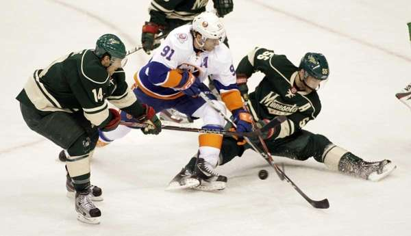 New York Islanders center John Tavares (91) battles