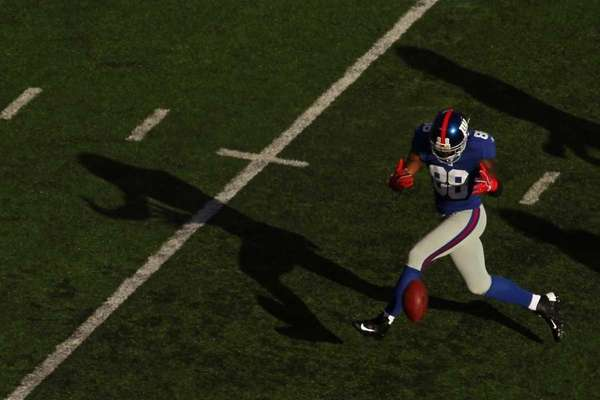 Hakeem Nicks of the New York Giants misses