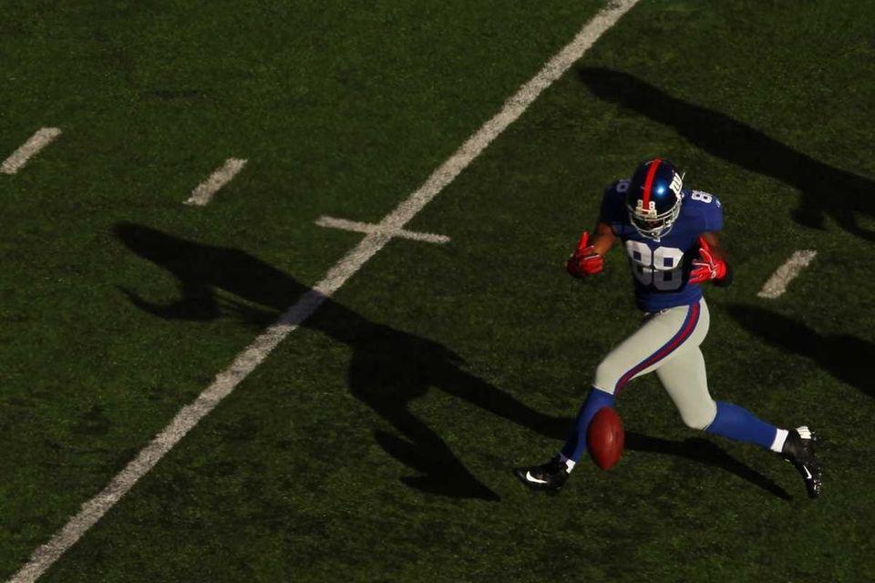 Hakeem Nicks of the New York Giants misses