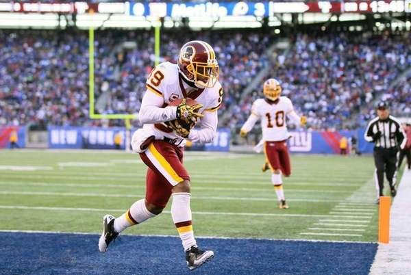 Santana Moss of the Washington Redskins scores a