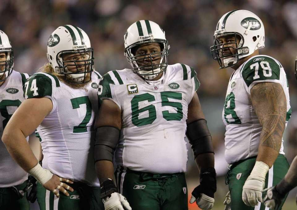 Nick Mangold #74, Brandon Moore #65, and Wayne