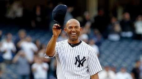 Yankees' Mariano Rivera #42 tips his cap to