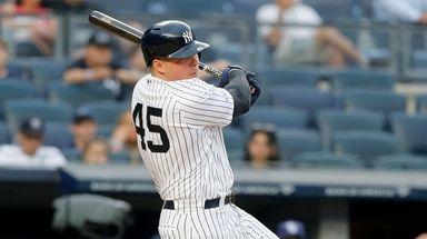 Luke Voit hits an RBI single in Yankees'