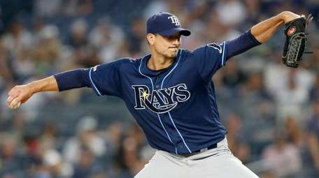 Charlie Morton of the Tampa Bay Rays pitches