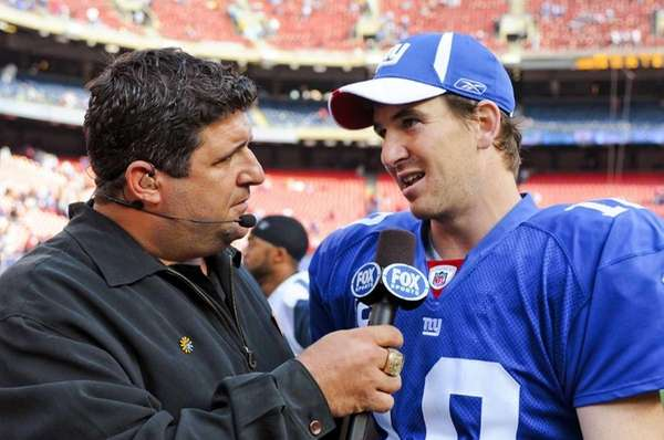 Tony Siragusa interviews Eli Manning in an undated