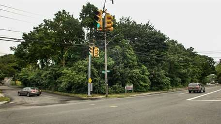 Retail stores and apartments are proposed for Smithtown