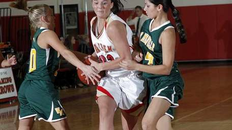 Sachem's Meagan Doherty (22) drives between Melville's Kim