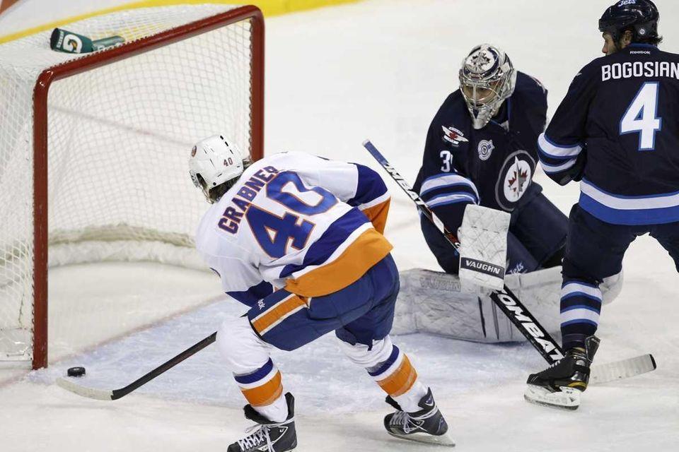 New York Islanders' Michael Grabner (40) puts the