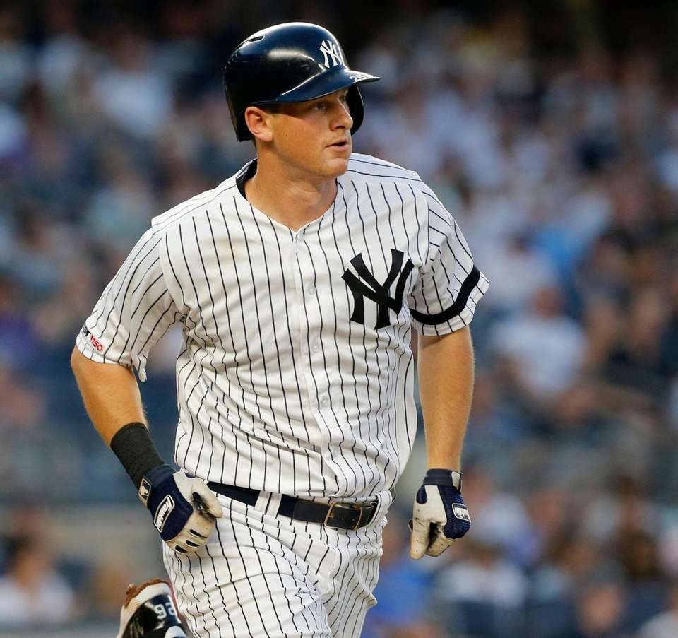 DJ LeMahieu of the Yankees singles during the