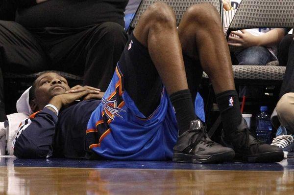 Oklahoma City Thunder forward Kevin Durant (35) lays