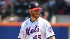 New York Mets starting pitcher Zack Wheeler looks