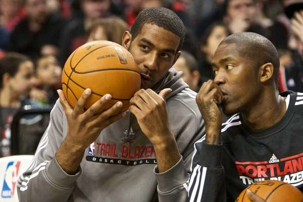 LaMarcus Aldridge, left, and Jamal Crawford talk at