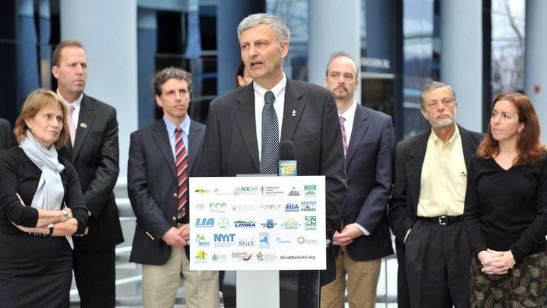 Gordian Raacke of Renewable Enenrgy Long Island, center,