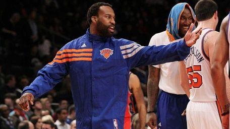 Injured Baron Davis of the New York Knicks