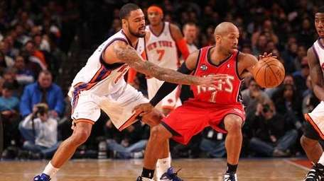 Tyson Chandler #6 of the Knicks defends against