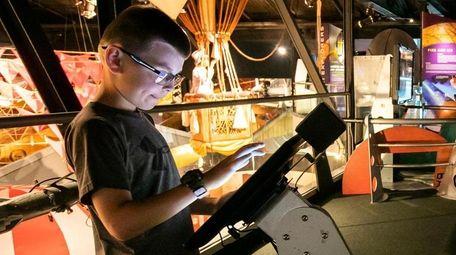 Brian Guiheen, 10, of Malverne, designers a Mars