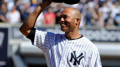 New York Yankees pitcher Mariano Rivera raises his