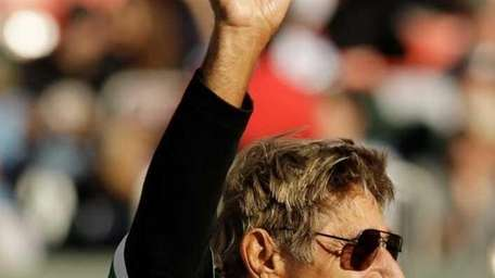 Former New York Jets quarterback Joe Namath waves