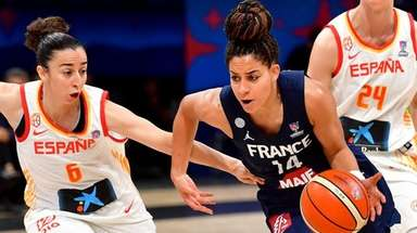 France's Bria Hartley (C) moves past Spain's Silvia