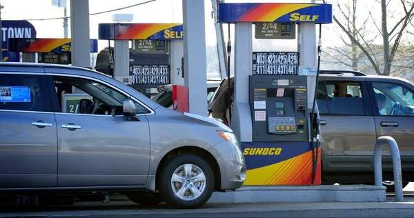 A gas station in Smithtown (April 25, 2011)