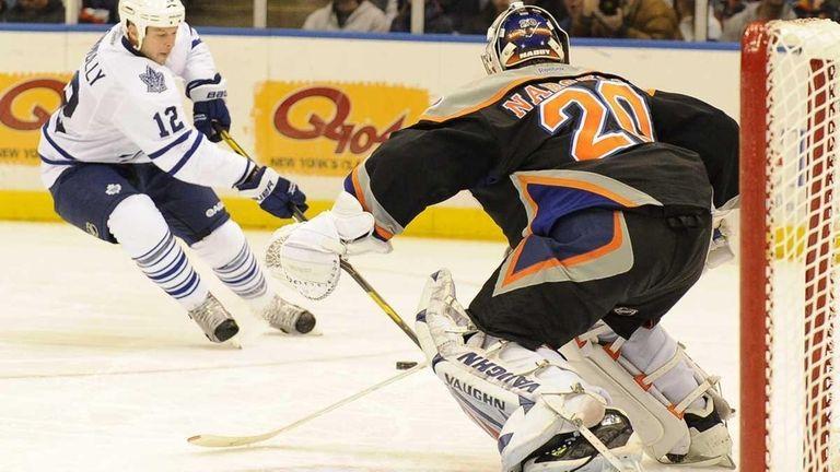 Evgeni Nabokov of the New York Islanders saves