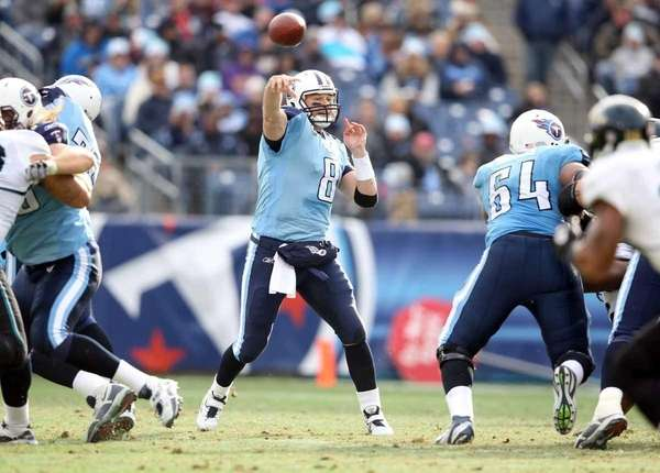 Matt Hasselbeck #8 of the Tennessee Titans throw