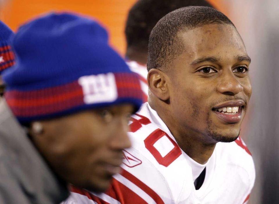 New York Giants wide receiver Victor Cruz smiles