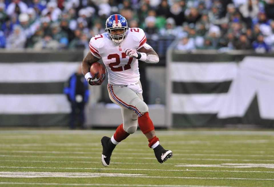 Brandon Jacobs carries the ball against the Jets.
