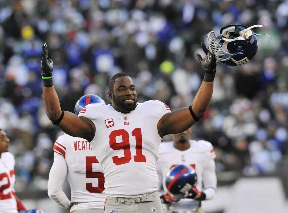 Justin Tuck of the Giants celebrates toward Jets
