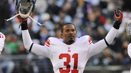 Aaron Ross of the Giants waves in the