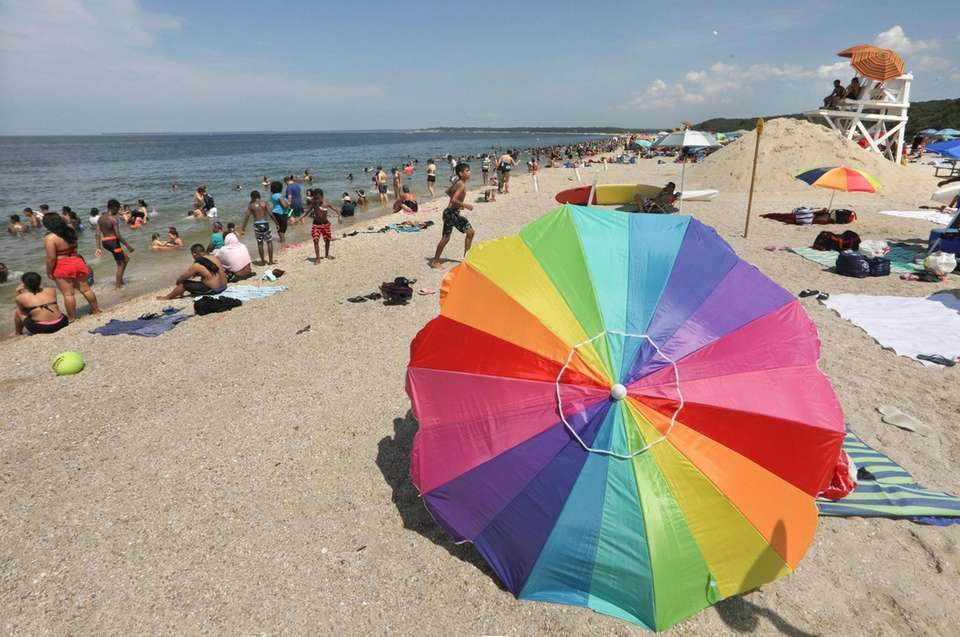 Hundreds of beachgoers came to Sunken Meadow State