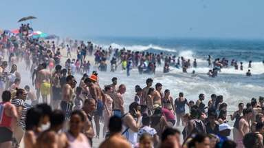 People flock to Jones Beach on Saturday during
