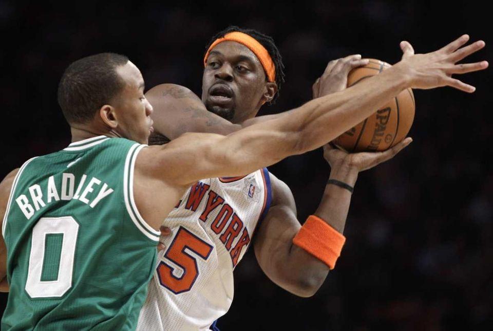 New York Knicks' Bill Walker, right, is guarded