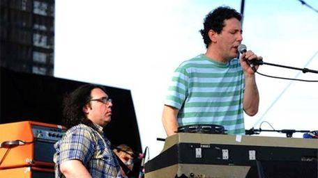 James McNew and Ira Kaplan of Yo La