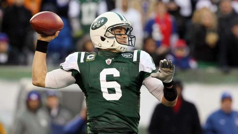 Mark Sanchez throws a pass against the New