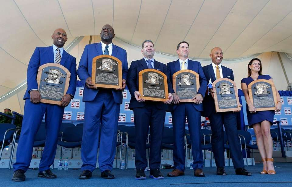 From left, inductees Harold Baines, Lee Smith, Edgar