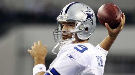 Dallas Cowboys quarterback Tony Romo warms up before