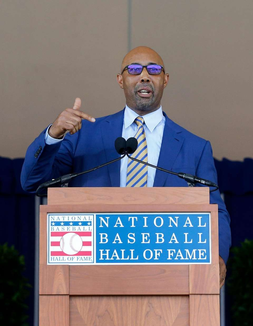 Harold Baines gives his speech during the Baseball
