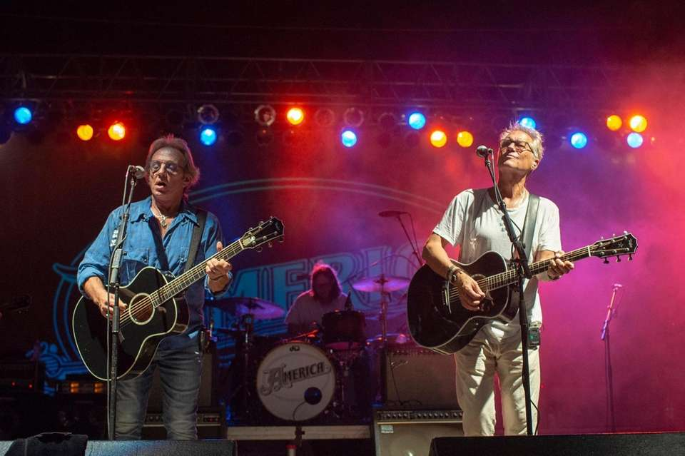 Dewey Bunnell at left and Gerry Beckley head