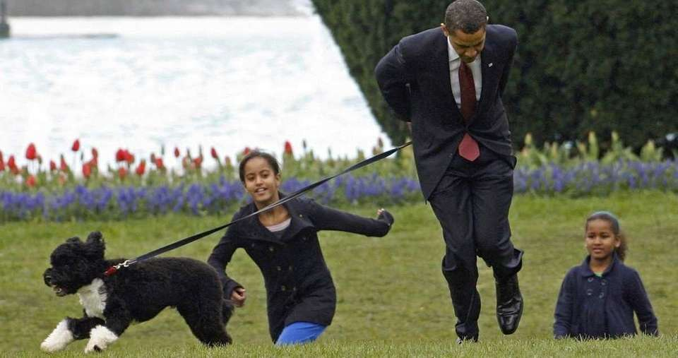 President Barack Obama and his daughters, Malia and